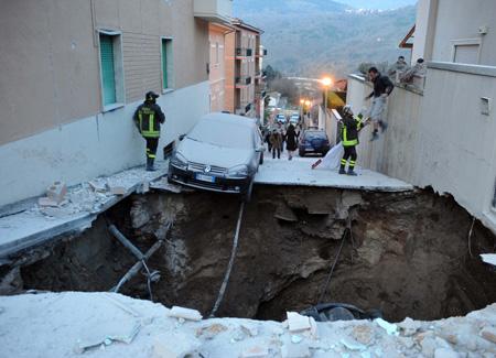 l'aquila terremoto, l'aquila 2010, ricostruzione l'aquila
