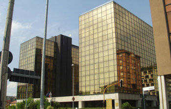 La sede di Banca Antonveneta di Padova, lato sud-est